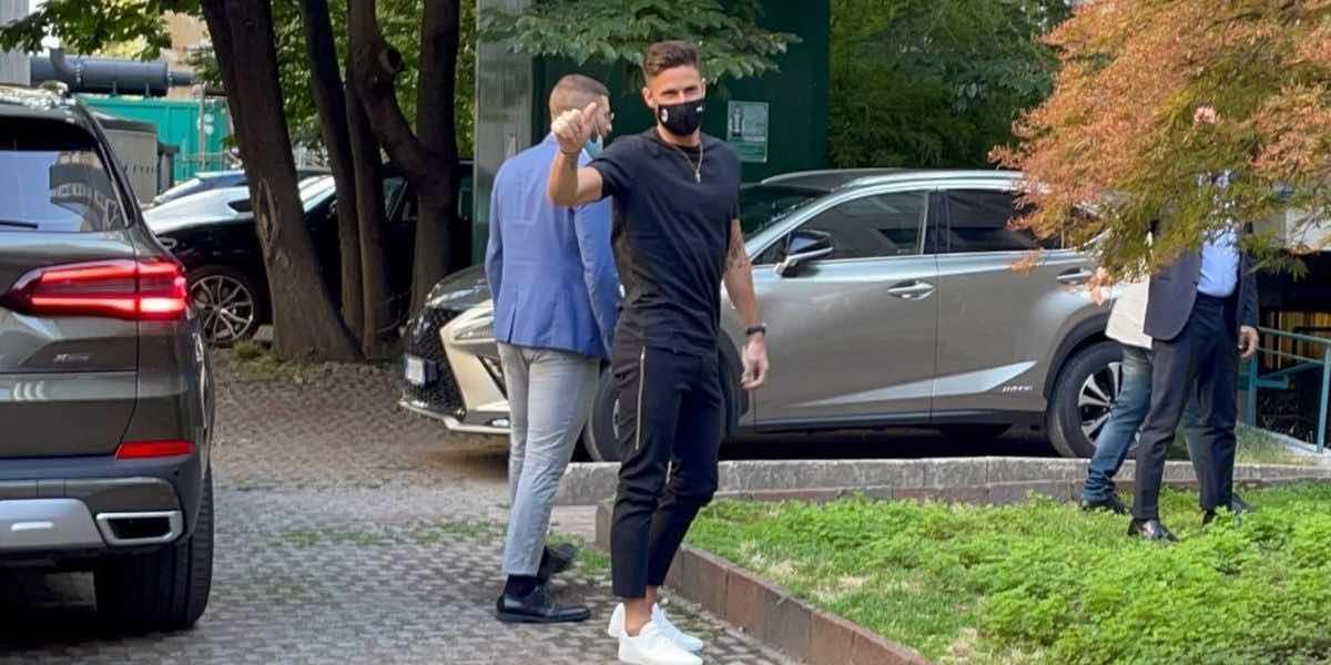 Giroud ha sostnuto le visite mediche e firmato il contratto con il MIlan