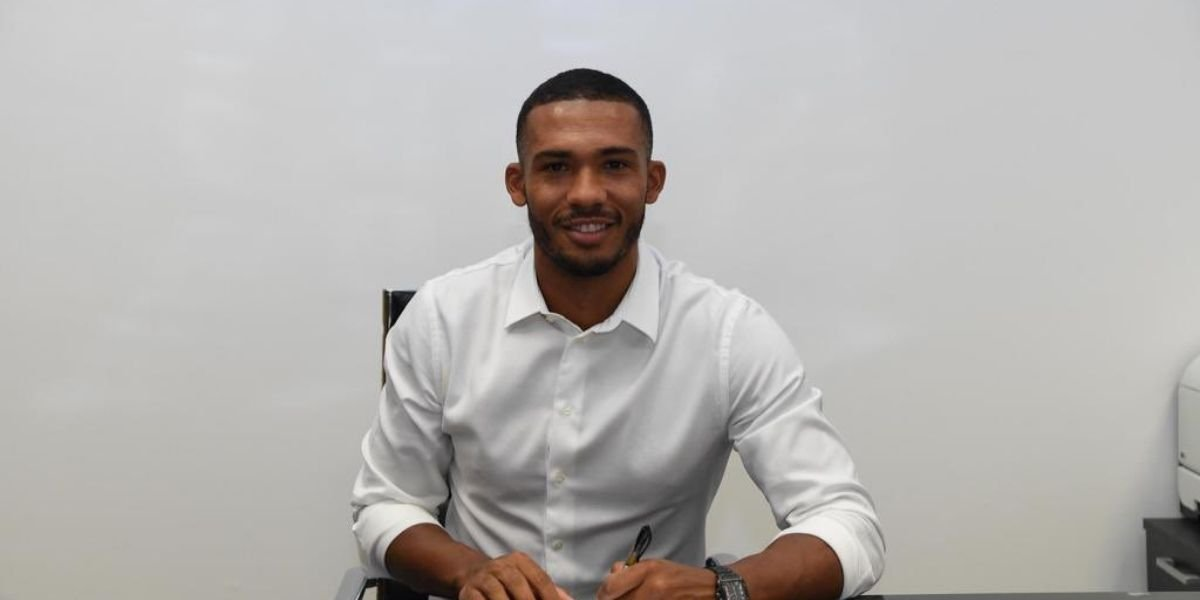 Juan Jesus firma con il Napoli